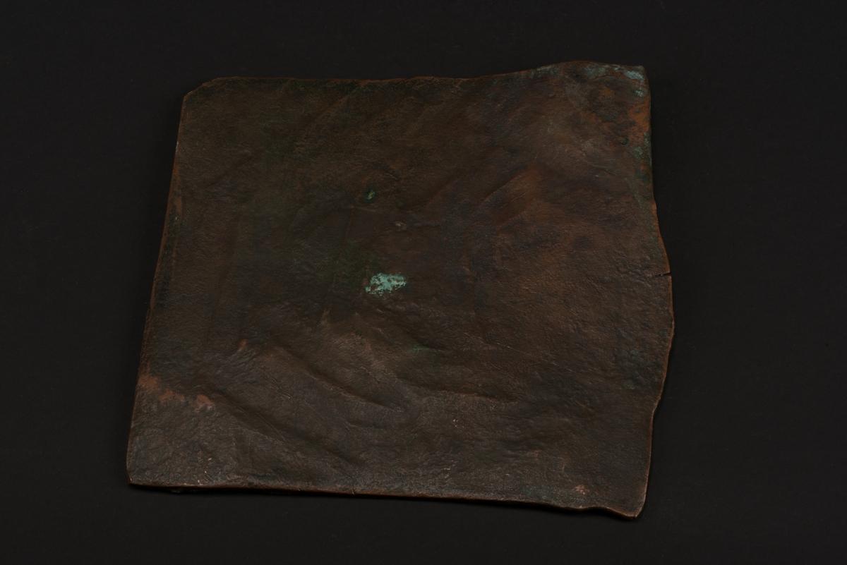 Ett plåtmynt i koppar med valören 2 daler silvermynt.