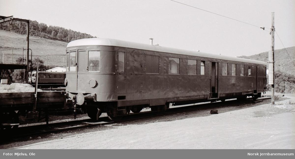 Internvogn, tidligere motorvogn litra Cmdeo 10 nr. 18296, på Egersund stasjon