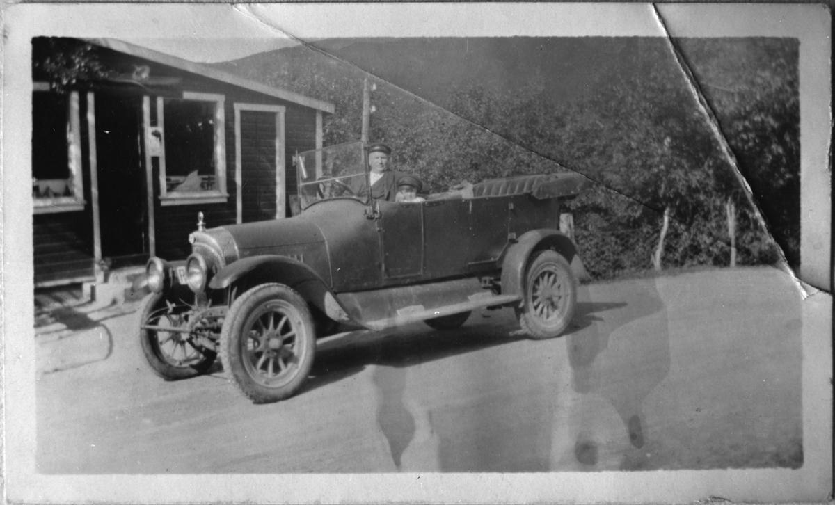 Ny bil, Auastad i Etne, ca. 1925-35.