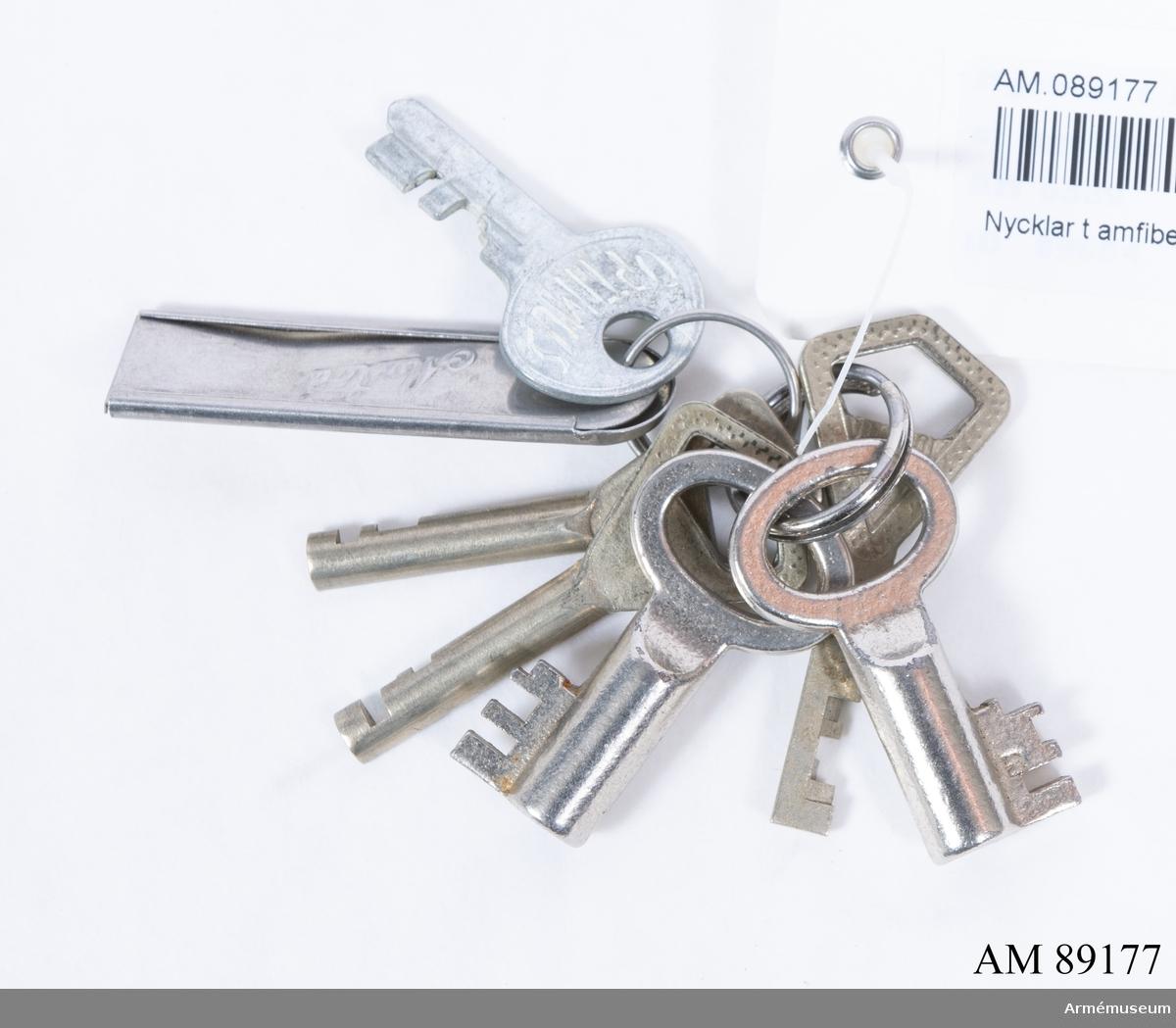 Nycklar till Bil m/1965, amfibie-, 101 B. Milreg.nr 41123. Förrådsbeteckning M5198-101022. Tillverkningsnr 126. Se besiktninginstrument. 6 st. nycklar.