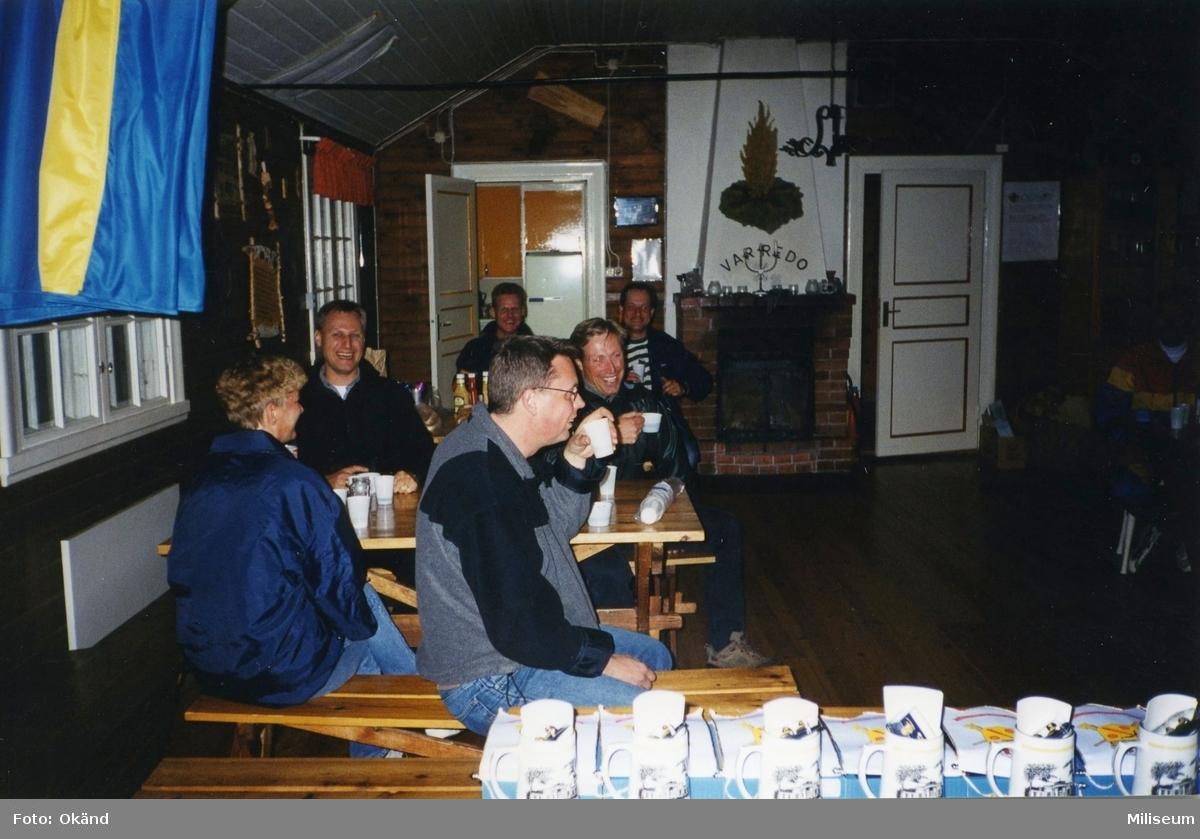 Personalaktivitet, I 12 på Eksjö Scoutgård, Skälsnäs. Första raden till höger Caroline Larsson, assistent brigadstaben I 12, major Anders Wireskog, I 12.  2:a raden till vänster Anders Thornqvist, I 12 och major Bruno Claesson, I 12.