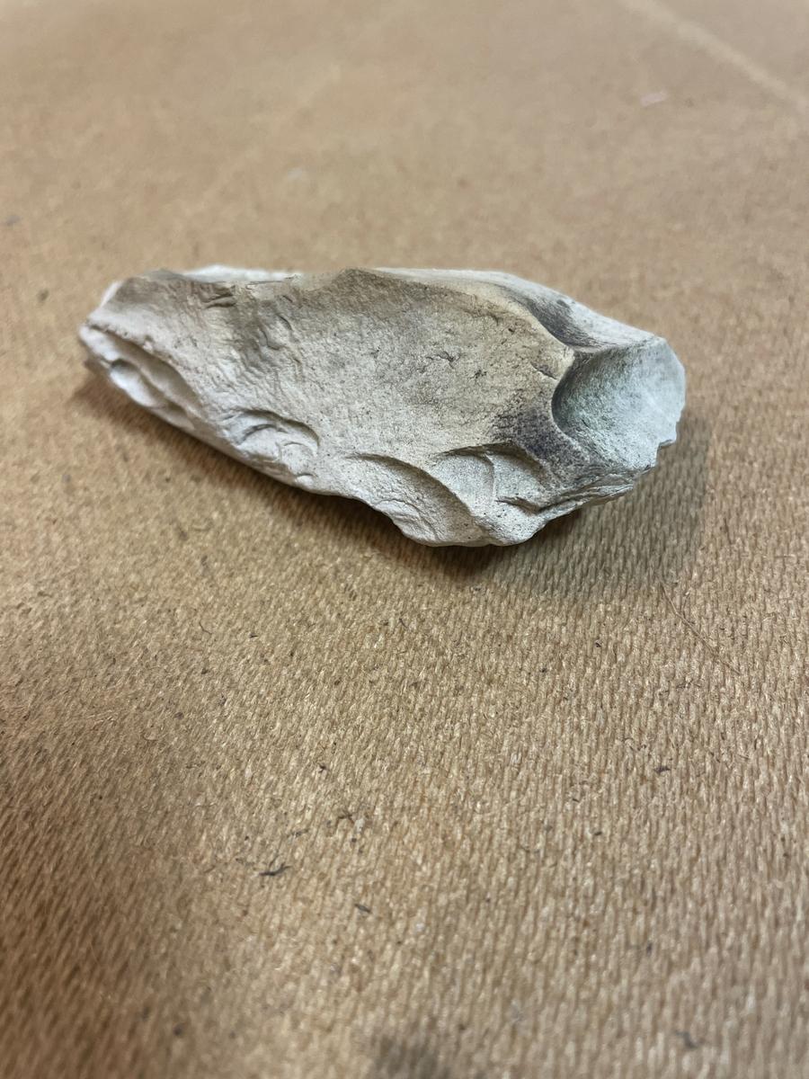 Fragment av vad som sannolikt utgörs av en lihultyxa.