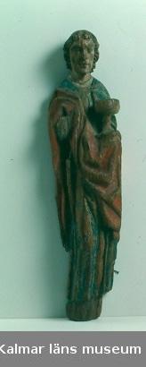 KLM 2338. Skulptur, av ek. Bemålad. Föreställande aposteln Johannes.