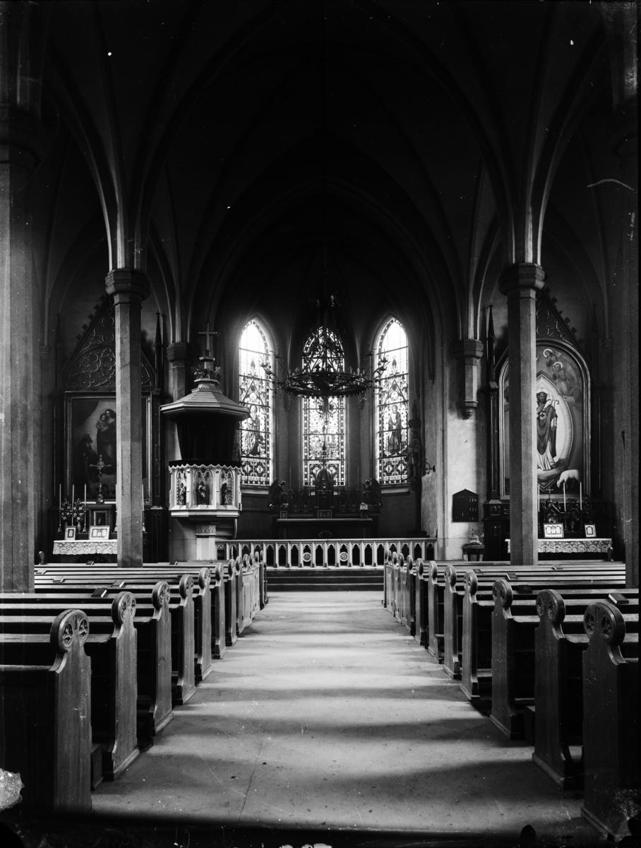 Kirkeinteriør fra ukjent kirke.