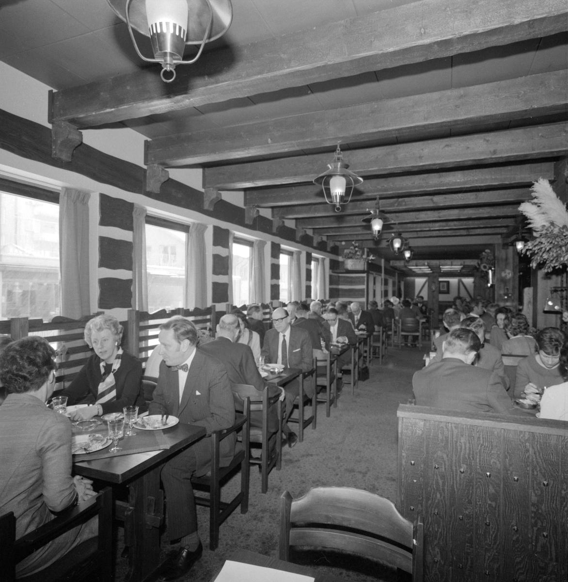 Interiör från klassiska restaurangen Göran Dyk i Linköping. Bild i samband med återinvigning efter ombyggnad 1971.