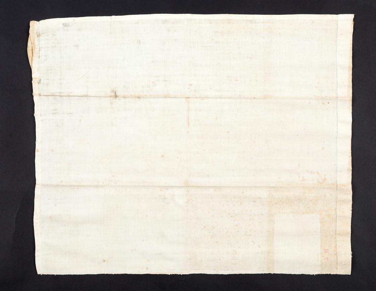 """Håndkle. Håndvevet. Rektangulært. Hempe av stoffet i ene hjørnet, stoffet stoppet ved hempen. Hullfall på en kortside. Monogram HT, små rosa korssting. HT. Stoffet har avtrykk etter merkelapp kan tyde på at også dette håndkleet var med på linutstillingen i Oslo i 1932. Håndskrevet løst papir lå ved: """"nr. 10, Hel lin håndklæde (omsydd), vevet i 1862 av Hanna (Nanna?) Mørk. Linet avlet og tilvirket på Karterud gård, g. nr. 67, i Vestby.  Elise Mørk, Dahl, pr. Son""""   Giver: Marit Linnestad, Vestby. Kjøpt på auksjon etter Thordis Mørk Pettersen på Dal gård i Vestby. Tidligere eierTordis Mørk Pettersen Kjøpt på auksjon Dal gård, Erikstadbygda, Vestby Vevet i 1897?   Tilvirket av  Hanna Mørk på Karterud gård, Vestby Giver: Marit Linnestad, Vestby Tidligere eier: Tordis Mørk Pettersen Kjøpt på auksjon Dal gård, Erikstadbygda, Vestby Vevet i 1897?"""