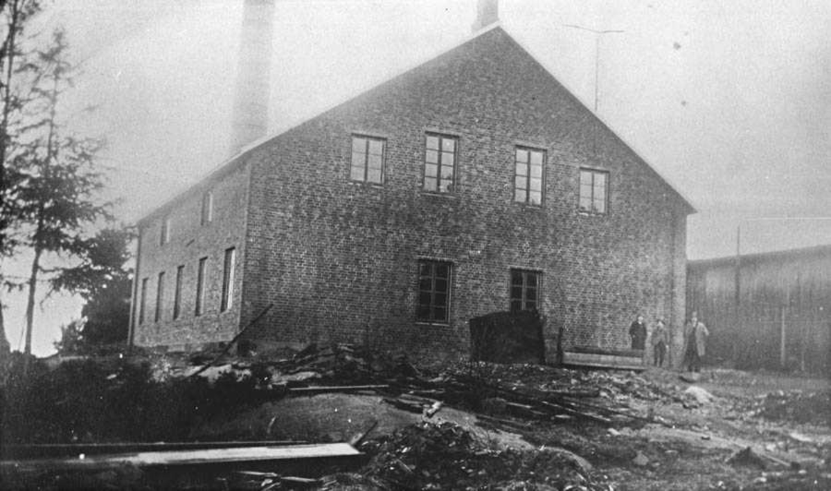 Smergelskivefabrikk, industribygg. Foss