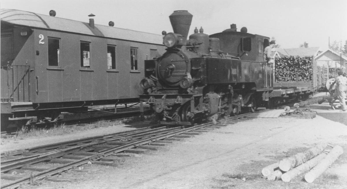 Skifting med damplokomotiv 7 Prydz på Bjørkelangen stasjon.