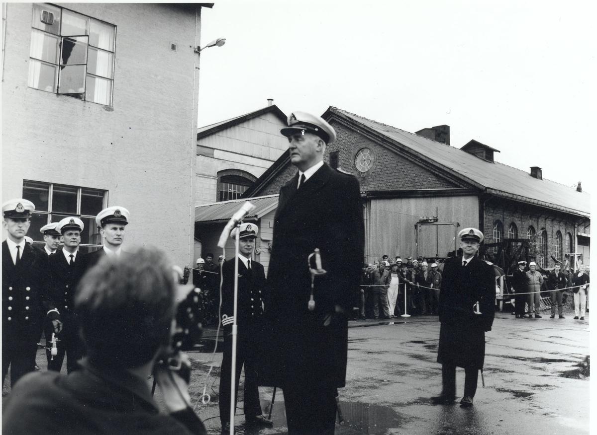 """Oslo-kl.fregatt KNM """"Narvik"""",  Overlevering og kommandoheis 30. november 1966. Sjefen for Sjøforsvaret taler"""