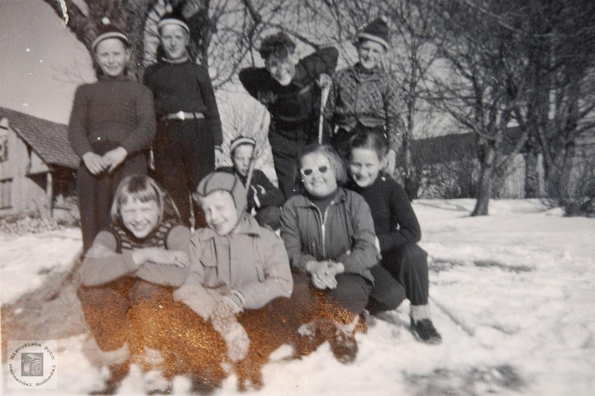 Elever ved Ågedal skule på tur.