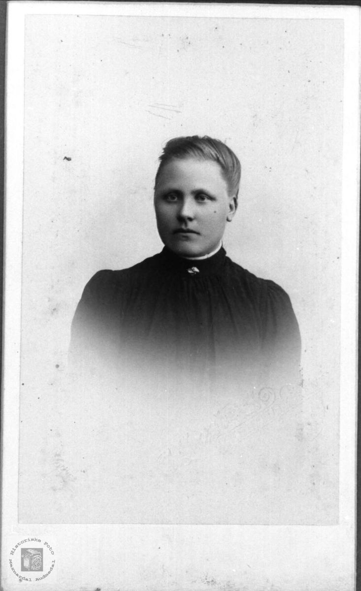 Portrett av Anna Bjørnestøl gift Kvimyr