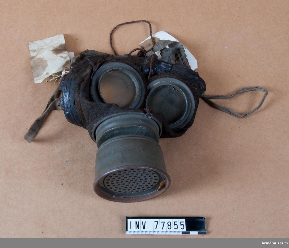 Grupp J. Svensk gasmask av tysk modell. Från världskriget 1914-1918.