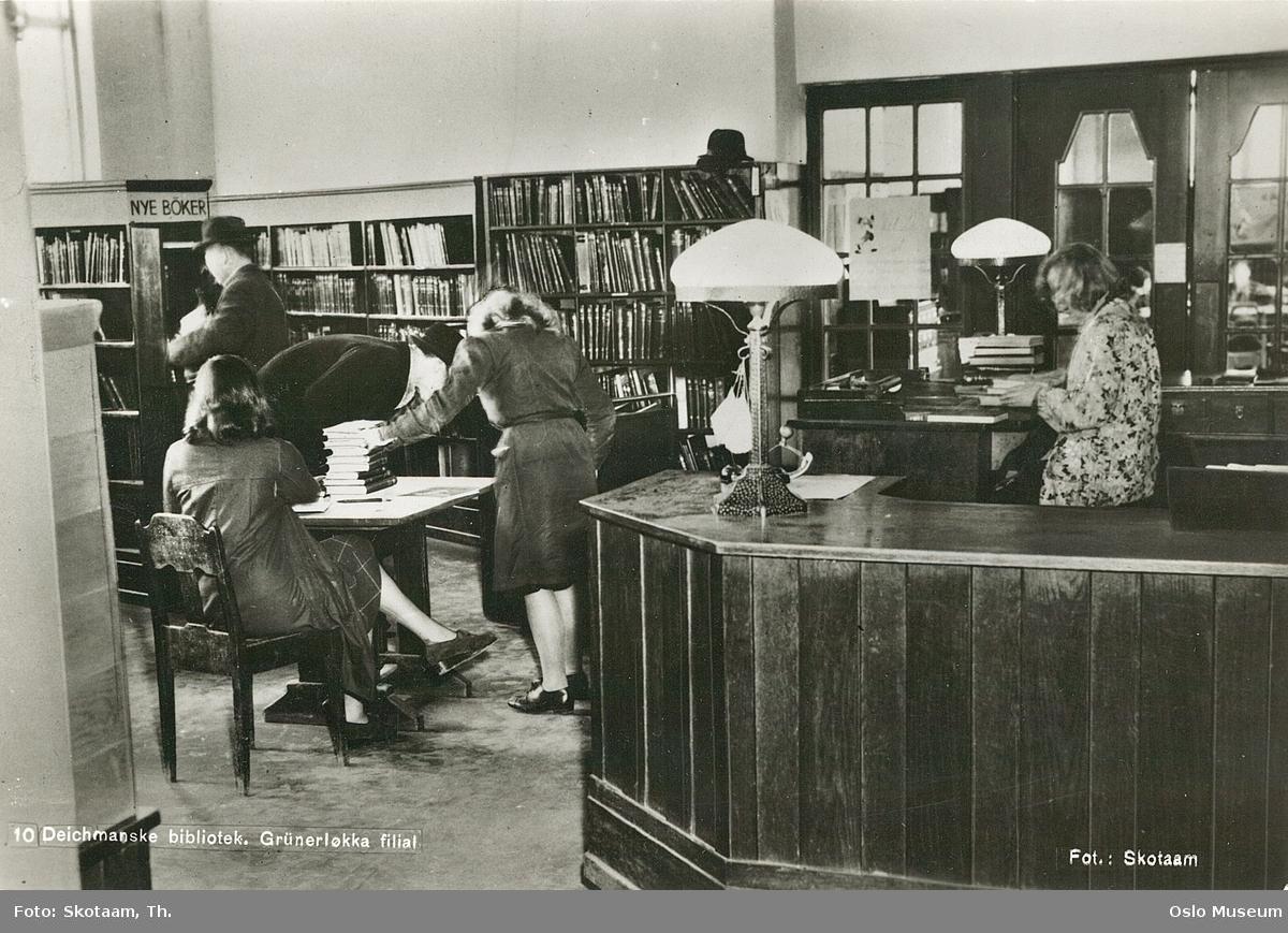 Deichmanske bibliotek, Grünerløkka filial, interiør, ekspedisjon, kvinner, menn, bibliotekar, bokhyller