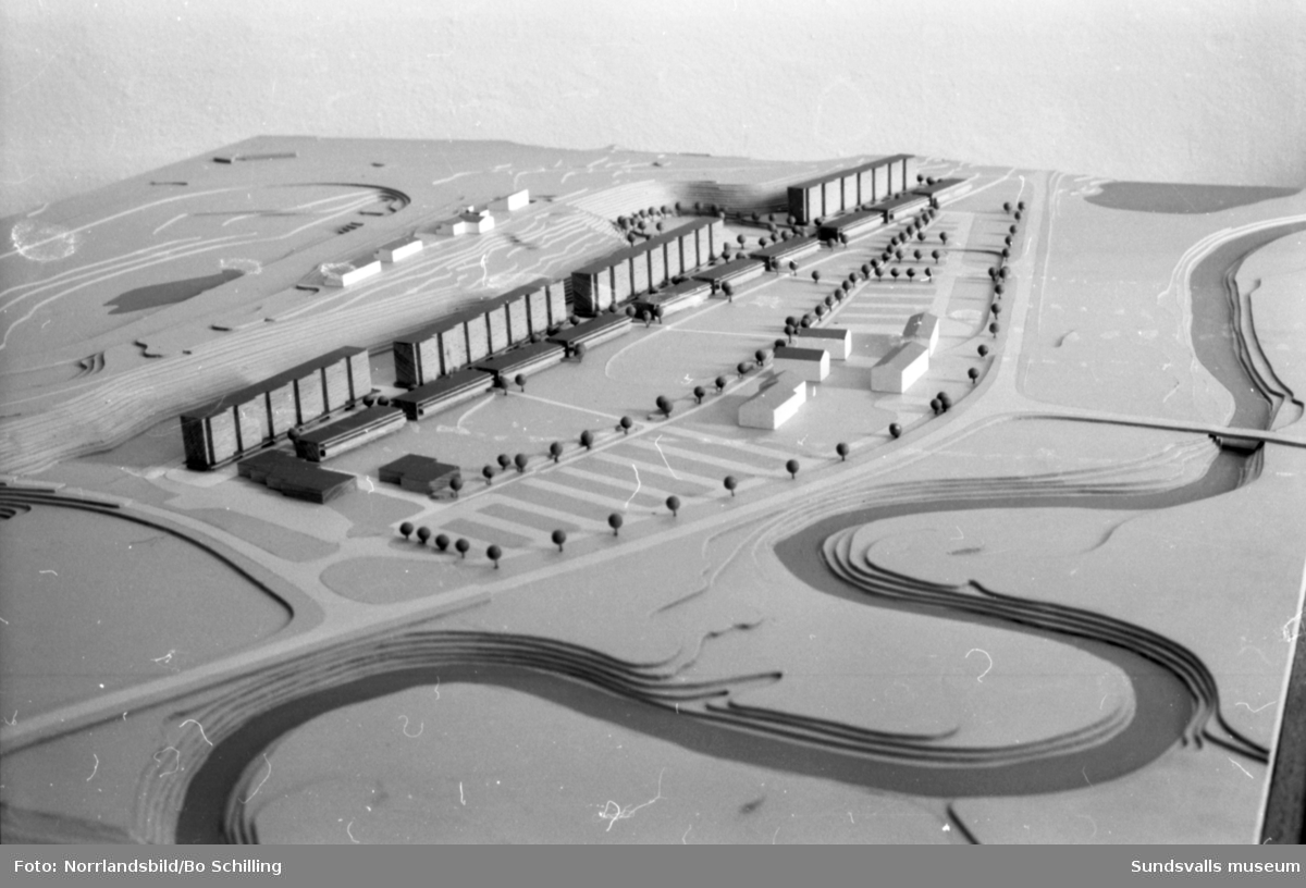 Byggmodeller på Riksbyggens arkitektkontor. Bostadsområden i Bergsåker och Bosvedjan.