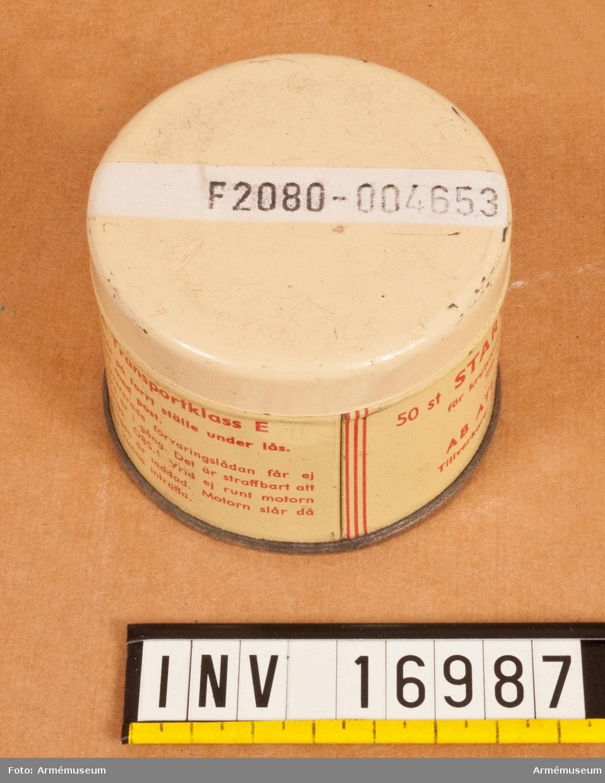 Vikt: 1670 kg. Mil. reg.nr:89539, datum för första reg. 1944-05-09. Motornr: 91311. Tillverkningsnummer 6133.  M2350-704011. Kompressorkpacitet: 3000 1/min, 7 kg/kvadratcm.  Tillbehör:  1 reservdäck med fodral av väv,  1 reservdelssats för spettmaskin M866-3901, vikt 15 kg,  1 bränsledunk 20 L,  1 tratt,  1 verkygssats, 2 reservdelssats för bergborrningsutrustning 2. tryckluft vikt: 18 kg, M866-3931.  1 låda för reservdelar och TBH för kompressor 704 7 kg,  1 oljekanna,  1 nyckel (hyls-),  1 förvaringslåda av trä.  Tillverkningsnummer 6133