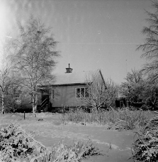 Bostadshus.Familjen Löfqvists-Lindskogs hus i vinterskrud.