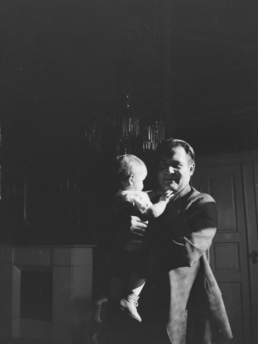 Erich Monsen Mathiesen med sin sønn Pierre Arne Mathiesen.