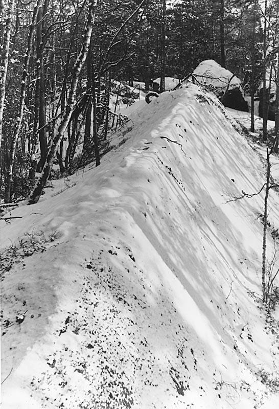 Rekordsmal bergrygg i Stenkällaområdet.Vinterbild.7 mars 1945.