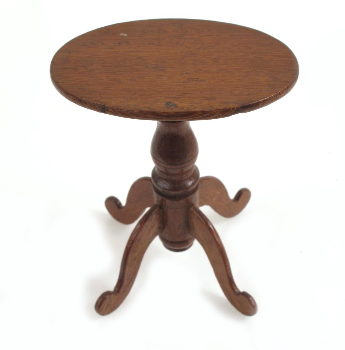 Dukkehusbord.  Ovalt, søylefot.