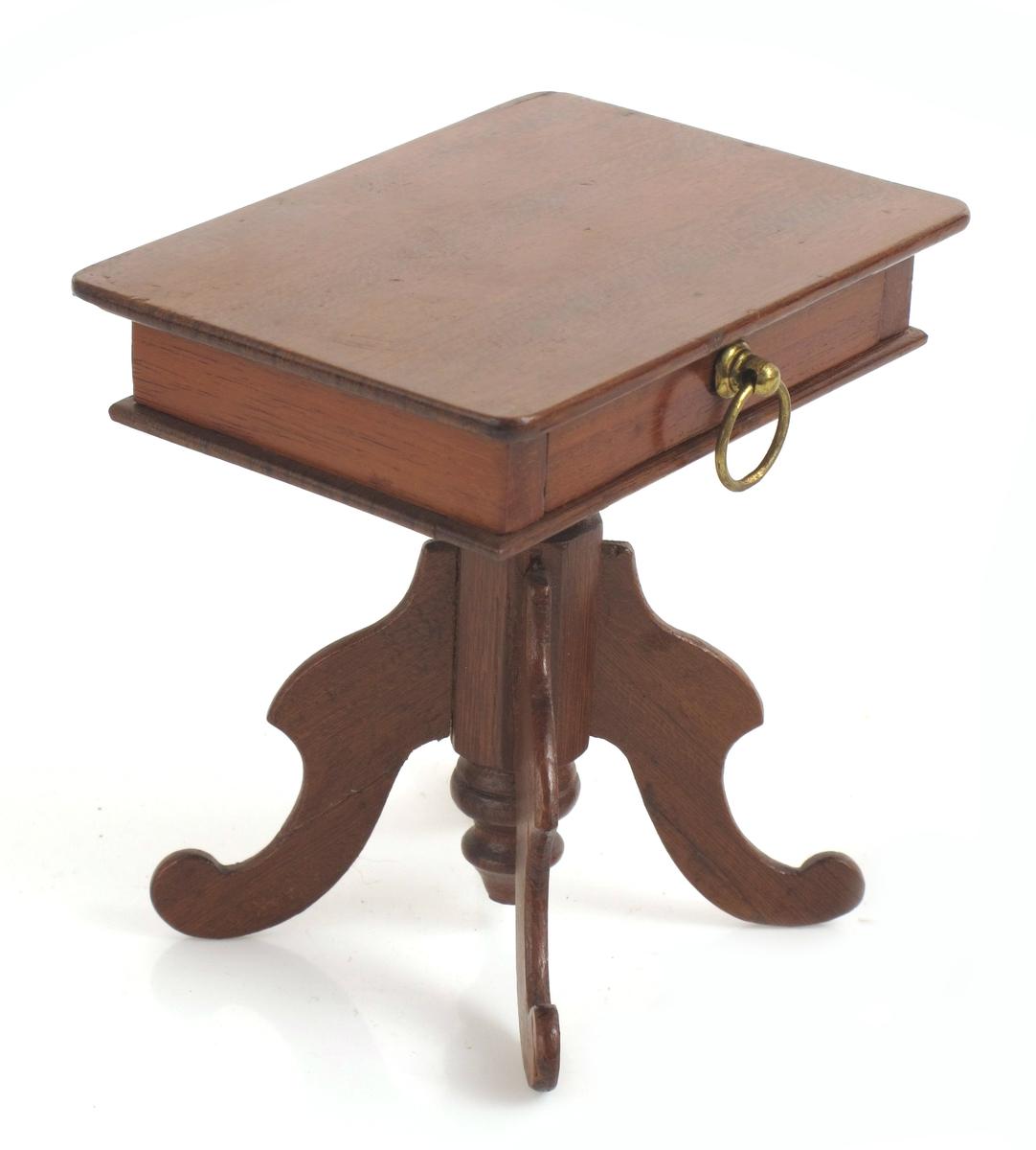 Dukkehusbord.  Sybord.  Rektangulær plate.  Søylefot