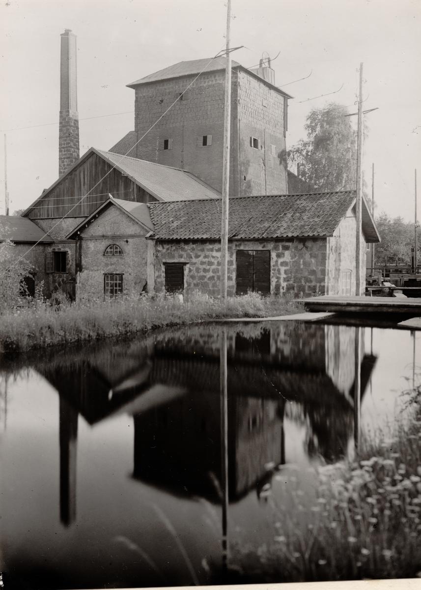 Hytta och gruva i Långban, Filipstad. Hyttverksamhet från mitten av 1500-talet. Gruvverksamhet från 1711 Hyttan nedlagd 1933.