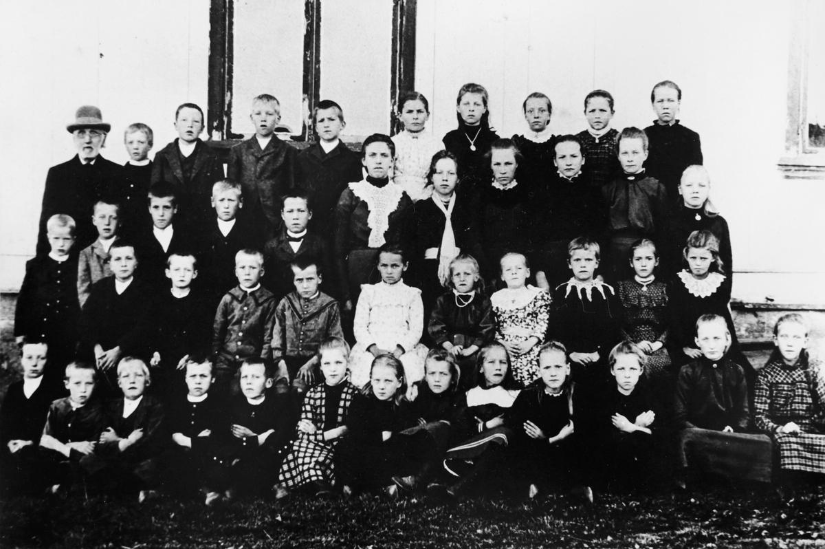 Skedsmo skole i Høland ca. 1900.