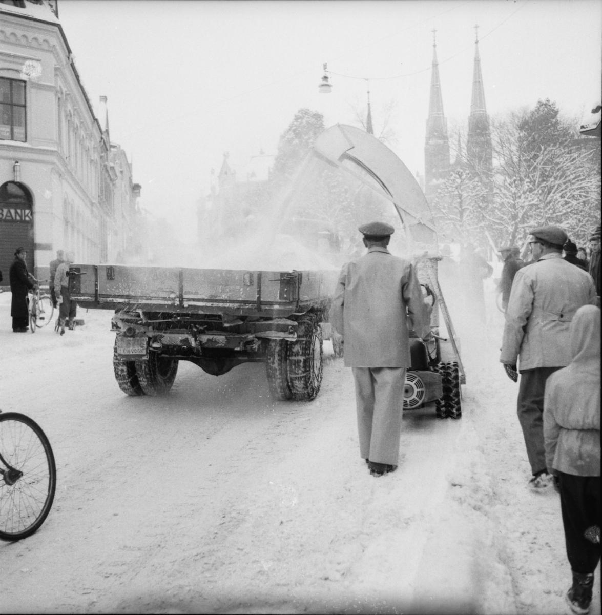 """Vardens arkiv. """"Snøfreser i aksjon i Skiens gater""""  18.02.1954"""