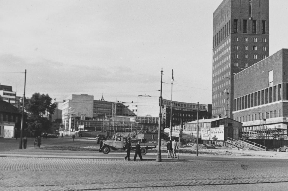 Oslo Rådhus er på det nærmeste ferdig. Området rundt Rådhuset, spesielt på Solplassen, gjenstår mye arbeid.