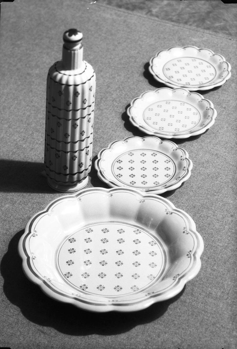 Porslin.  Gefle Porslinsbruk AB bildades 22 september 1910 av Gustav Holmström och skeppsredare Erik Brodin. 1911 kunde produktionen komma igång. År 1913 ombildades företaget och byte namn till Gefle Porslinsfabrik AB. 1979 lades fabriken ned.