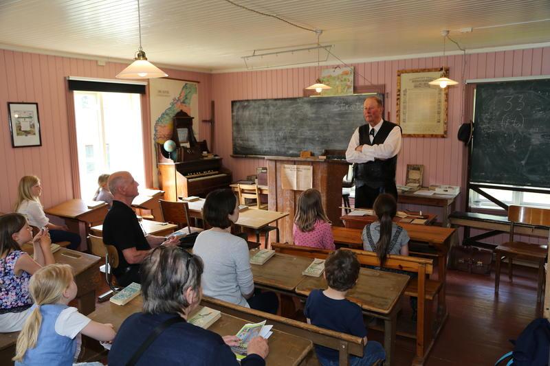 Skole_time_i_den_gamle_skolebygningen_fra_Liv_i_stuene.JPG