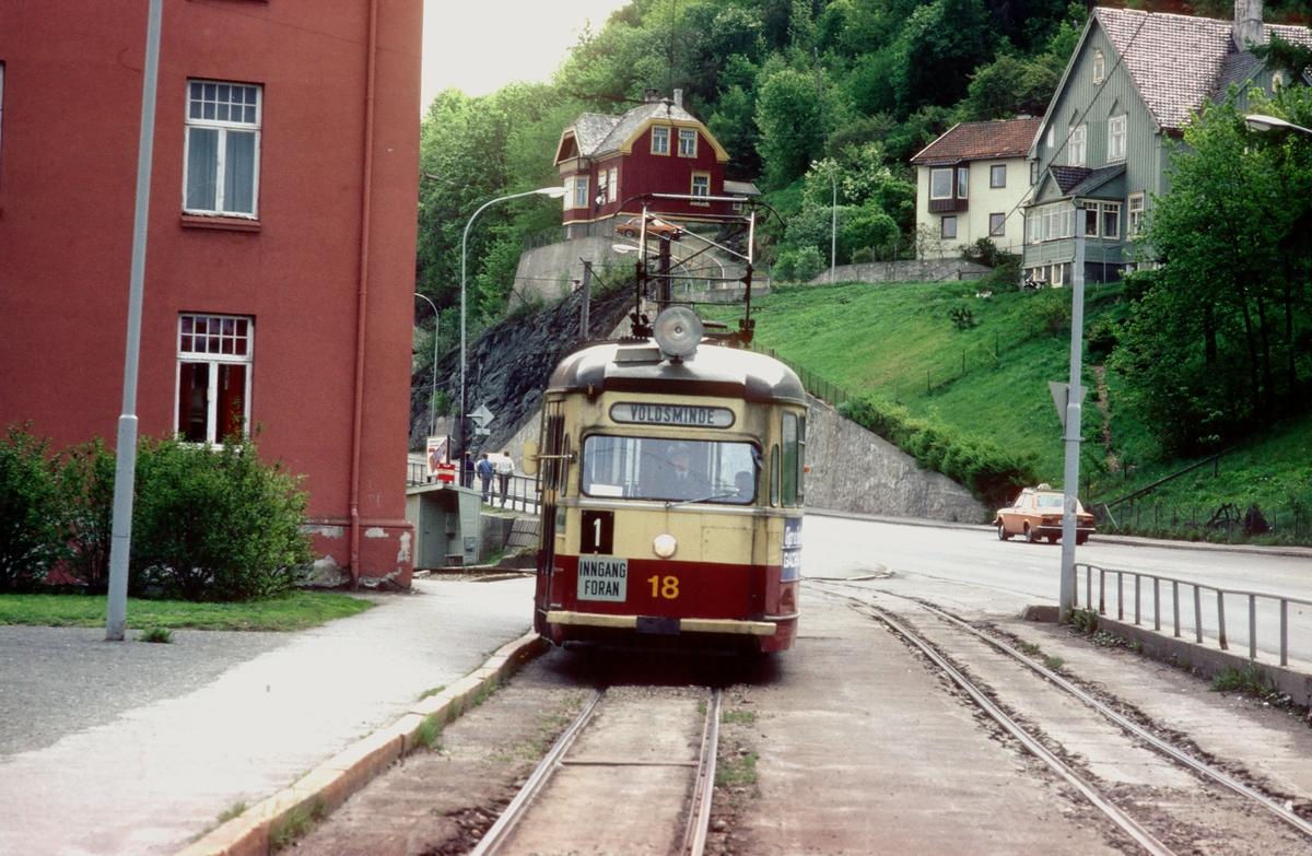 Trondheim trafikkselskap vogn 18 på linje 1 ved Ila, retning Voldsminde.