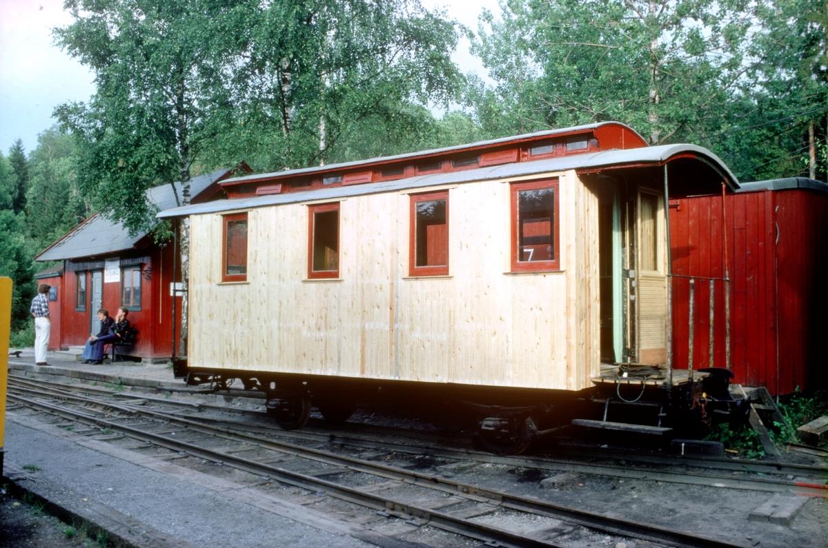 Vogn CF11, anskaffet fra Polen, under restaurering på Bingsfoss stasjon, Urskog-Hølandsbanen, Tertitten.
