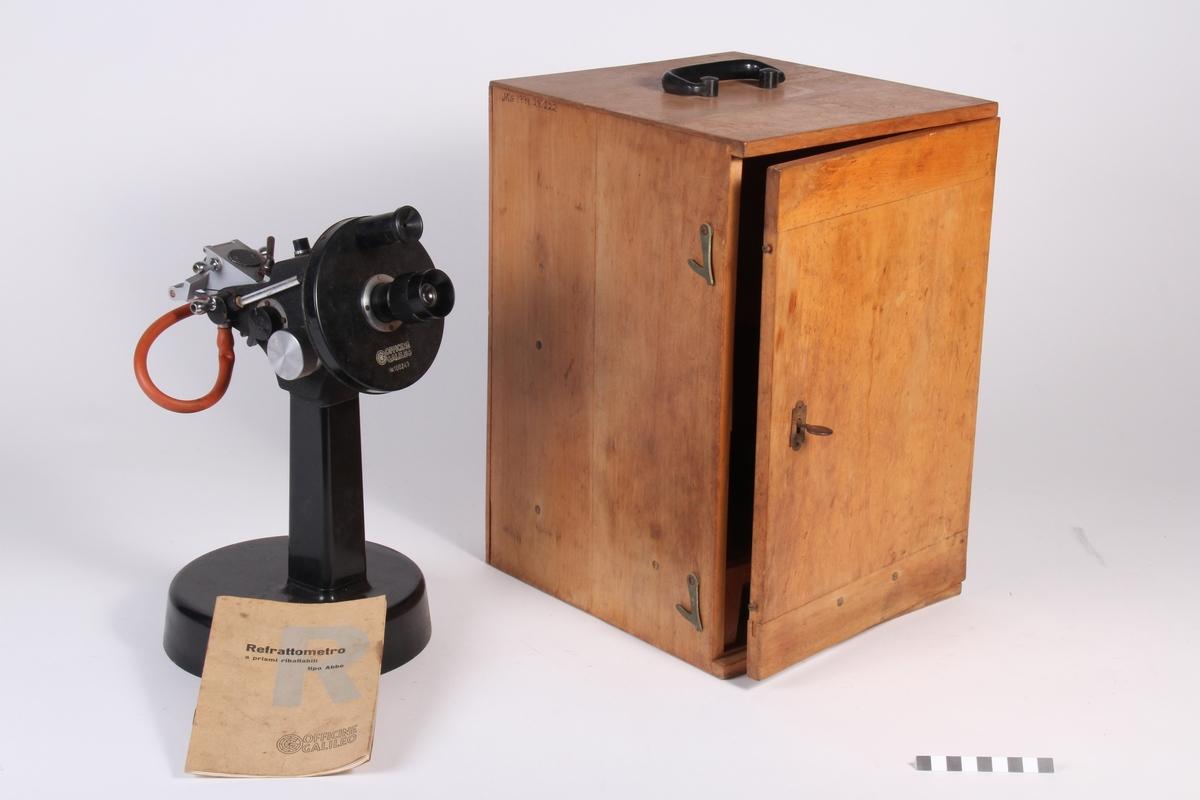 Måleinstrument i treskap og med bruksanvisning til.