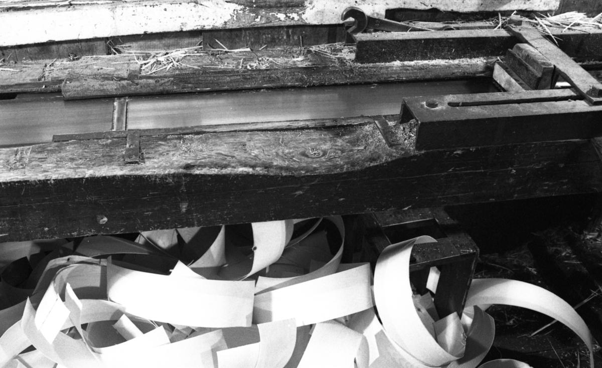 Ferdig høvlet spon ved Nilsens kurvfabrikk