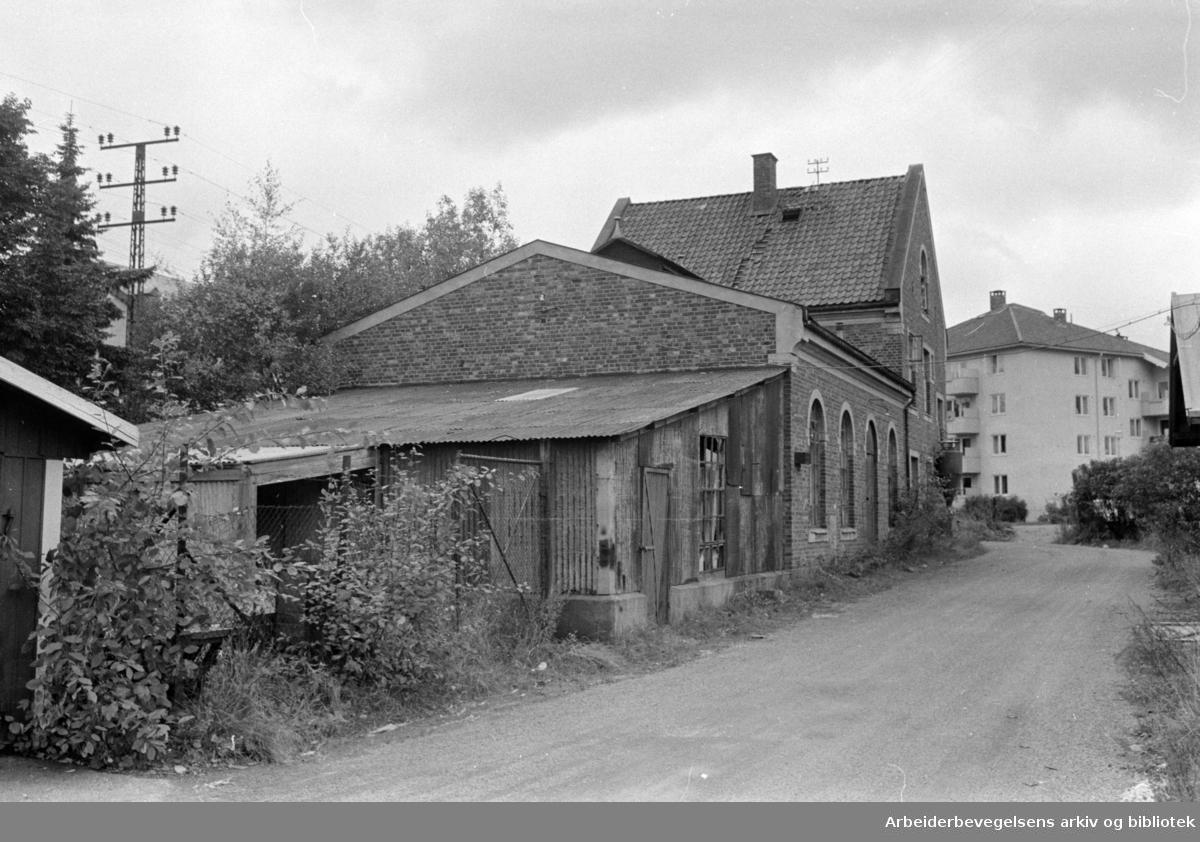 Tvetenveien. Forfallent hus skjemmer på Bryn. Oktober 1963