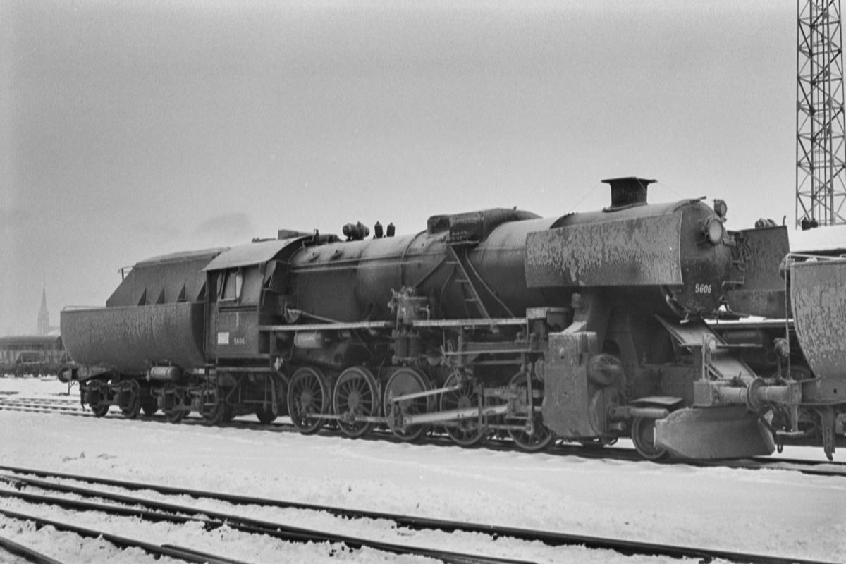 Hensatt damplokomotiv type 63a nr. 5606 på Marienborg.