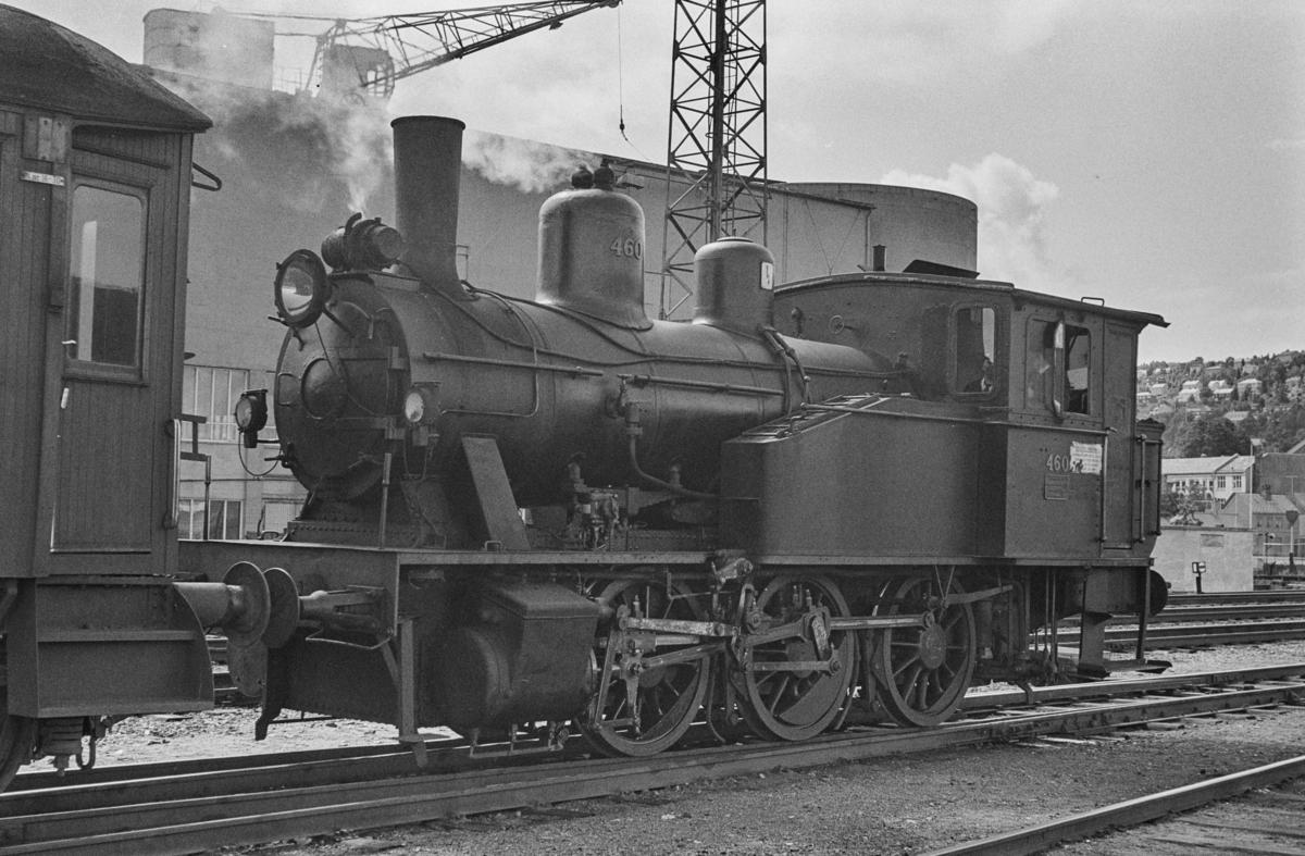 Damplokomotiv 23b nr. 460 i skiftetjeneste på Trondheim stasjon.