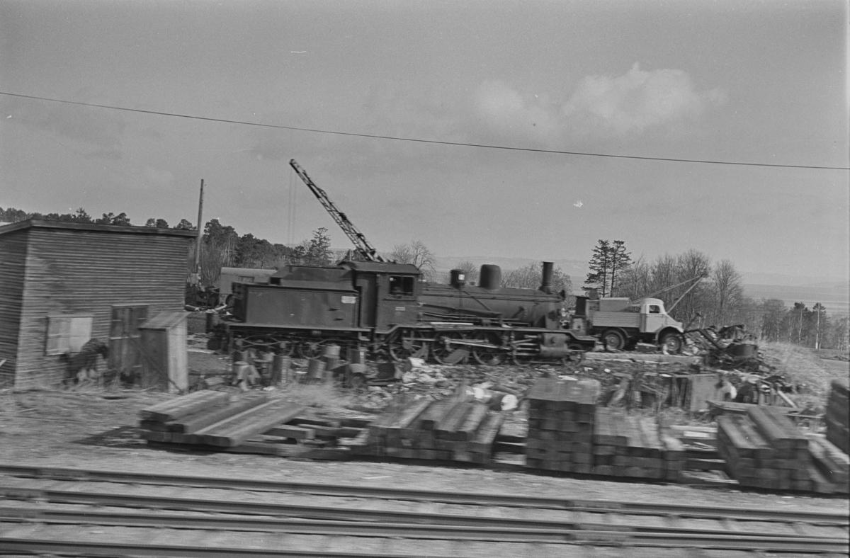 Utrangert damplokomotiv type 18c nr. 233 under opphugging på Leangen ved Trondheim.