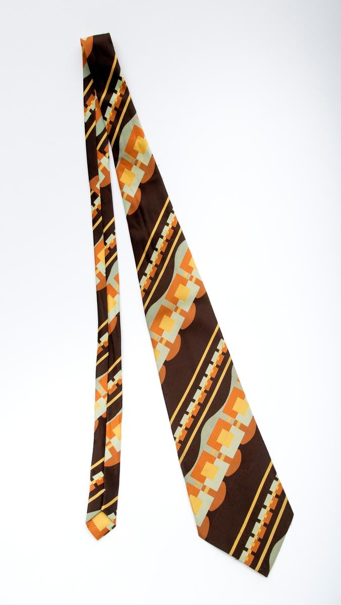 Bredt slips med rik dekor i mange farger
