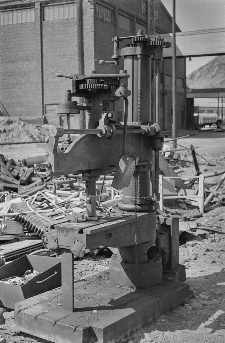 Gammel søylebormaskin på Lomi på Sulitjelmabanen.