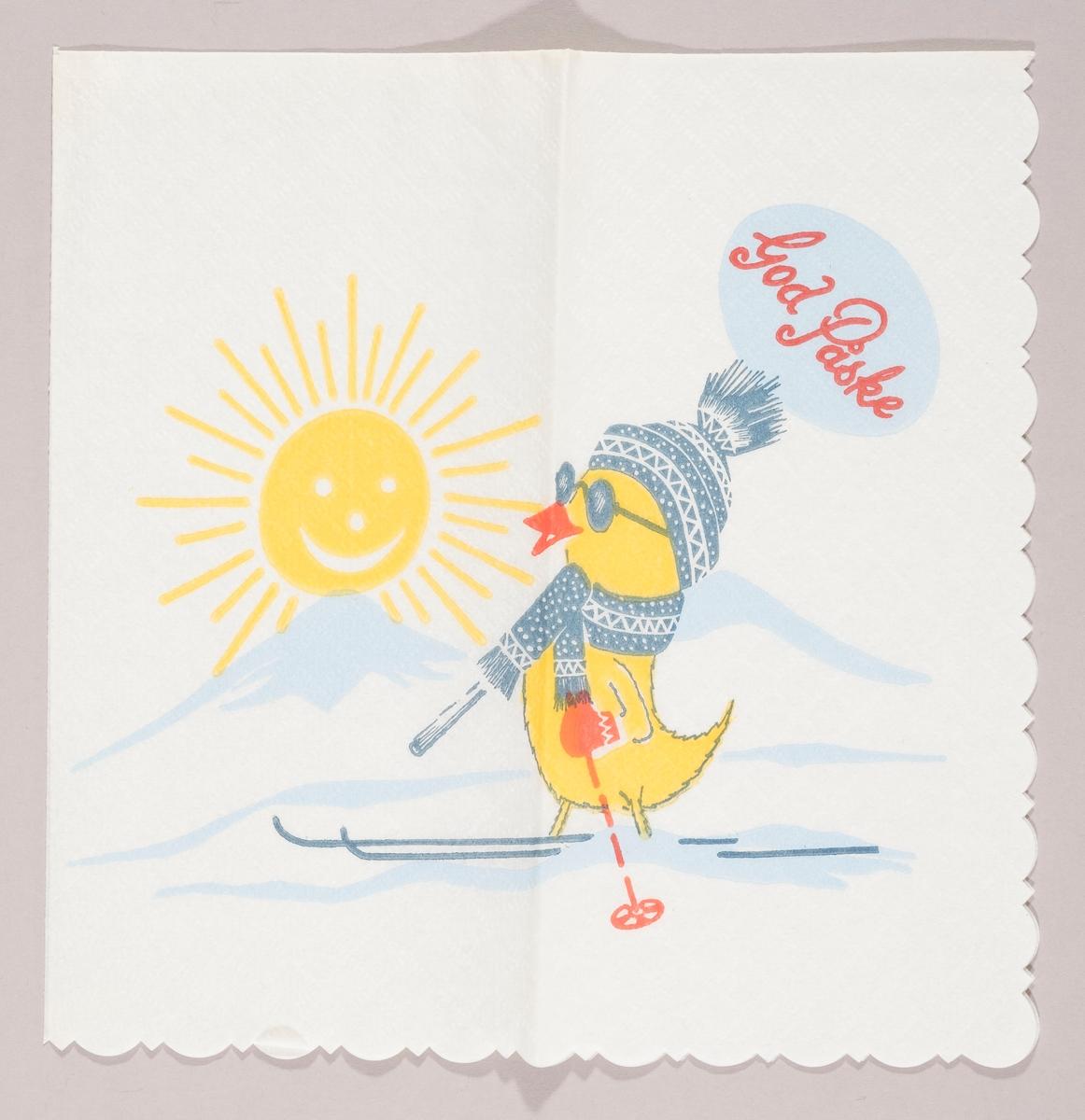 En kylling med mønstret topplue og halstørklede, votter, solbriller, ski og staver. En strålende sol over fjelltopper med snø. Påskehilsen.