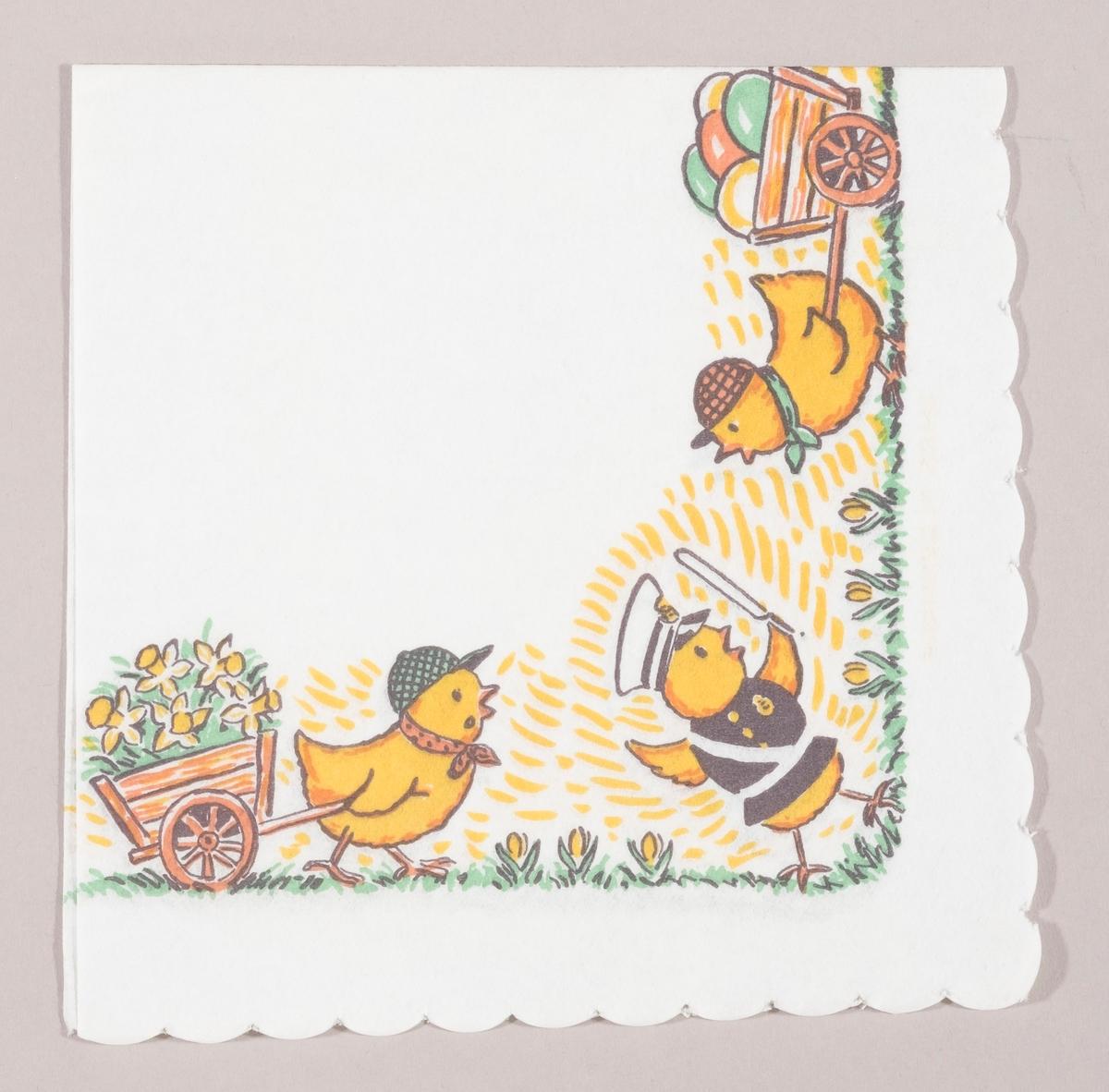 En kylling i politiuniform dirigerer trafikken av to kyllinger med trekkvogner med påskeliljer og påskeegg. En grønn gressplen med gule vårblomster.