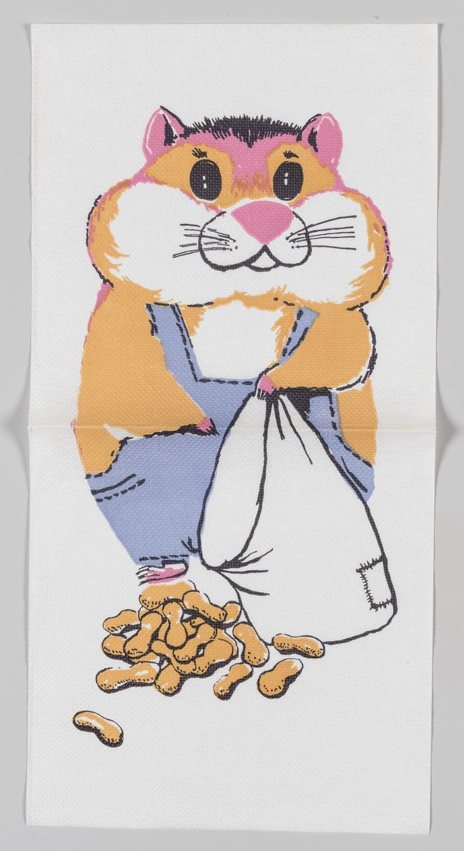 En hamster med bukse som står med en sekk og en bunke med peanøtter