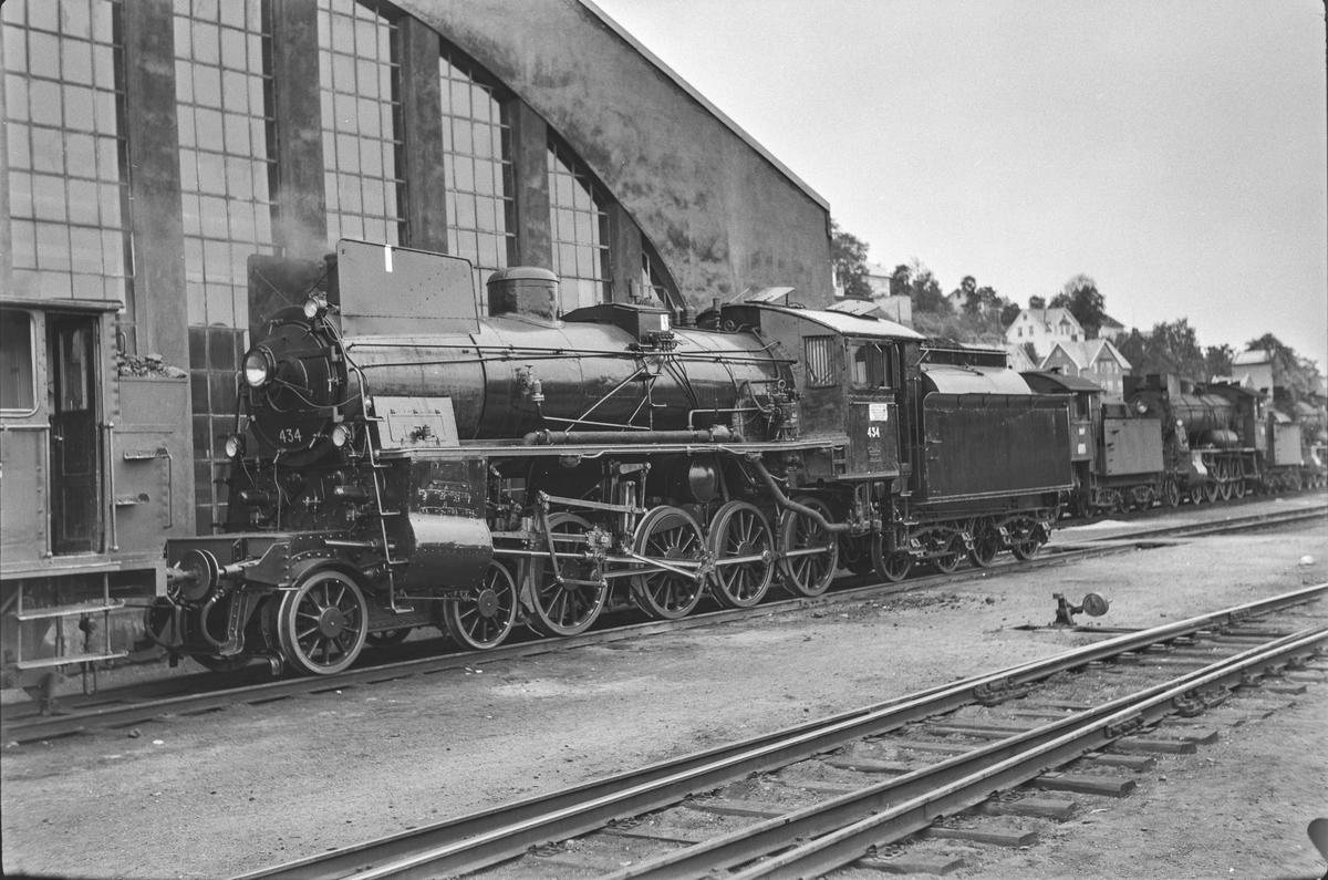 Damplokomotiv type 26c nr. 434 ved lokomotivstallen på Marienborg. Lokomotivet er nylig revidert.