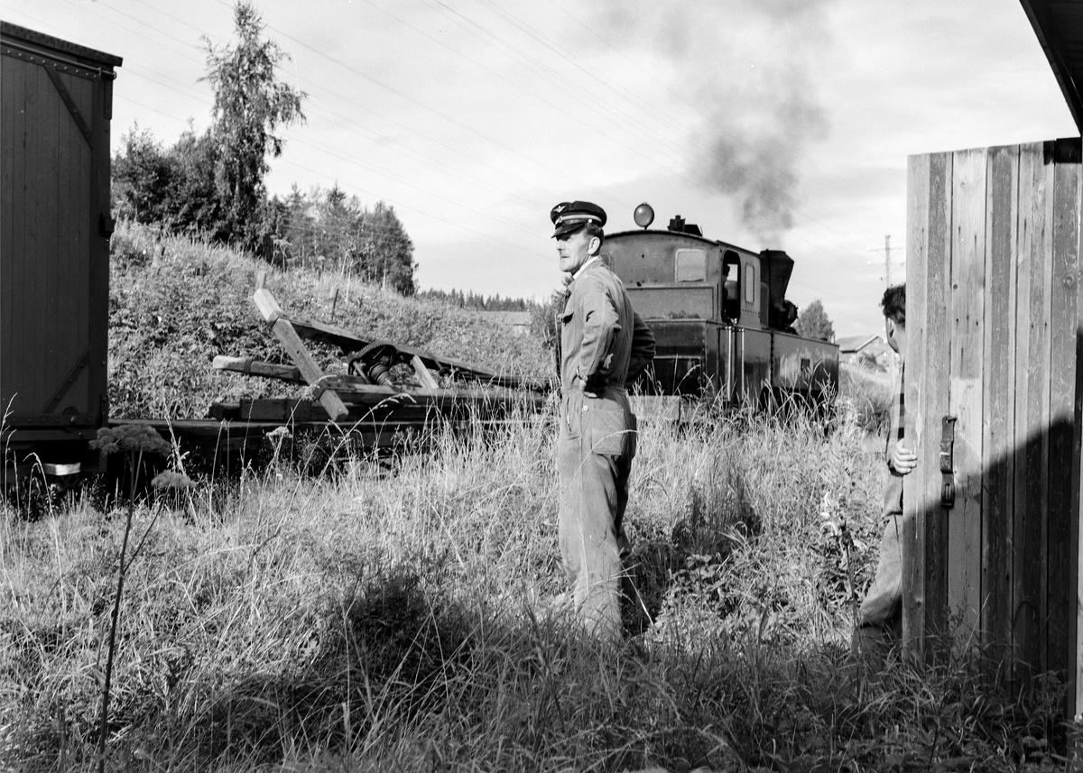 Damplokomotiv type XXIXb nr. 7 Prydz med oppsamlingstog etter Aurskog-Hølandbanens nedleggelse, her mellom Bjørkelangen og Lierfoss.