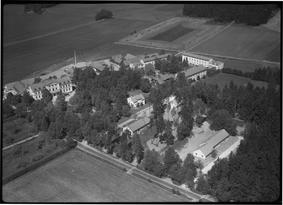 Flygfoto över Tärna Folkhögskola, Kumla kyrkby, Sala