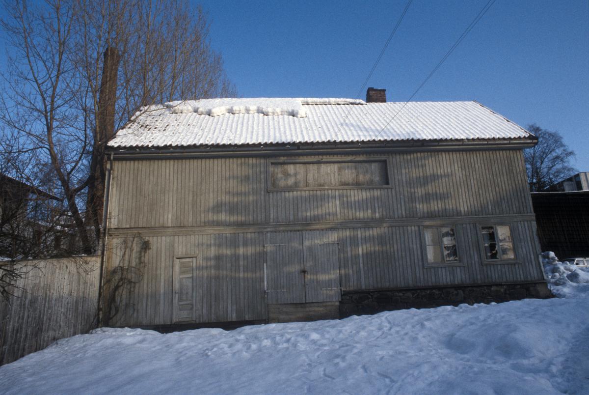 Lillehammer. Storgata 33C. Tidligere Myhres bakeribygning. Sett mot øst.