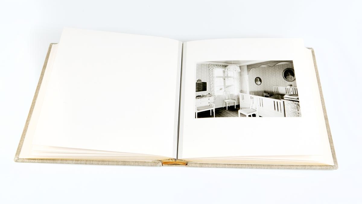 """Album med förvaringslåda. Albumet innehåller främst interiörbilder från Kraemerska huset i Uppsala.  På första uppslaget kan läsas följande: """"Till vår kära dotter Birgit som minne av lyckliga barndoms och ungdoms år i """" von Kraemerska huset"""". Julafton 1939. Anna Haeggström Carl Z Haeggström."""