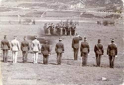 Militær oppstilling med militærkorps