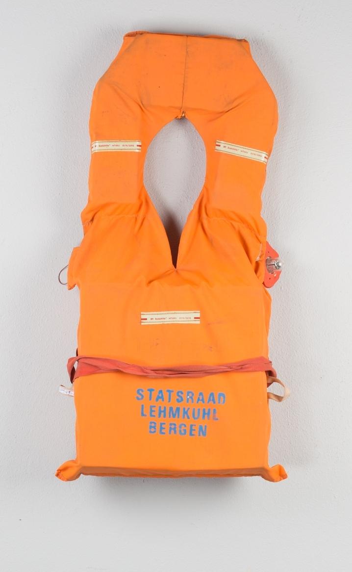 Redningsvest fra bark STATSRAAD LEHMKUHL. Type T-vest modell med krage, krage, fløyte og lykt. Flytemiddel i front og krage. Uten skrittsnor.